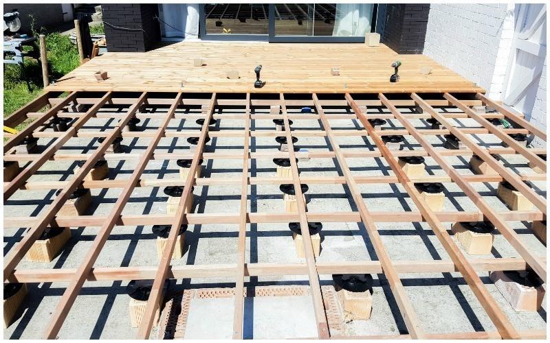 565 het terrasproject zelf je houten terras aanleggen for Bankirai terras